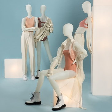 IN TOUCH Female mannequins